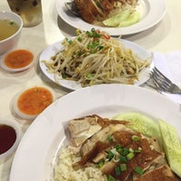 Photo taken at Simply Chicken Rice by Lurve L. on 12/13/2015
