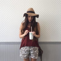 Das Foto wurde bei In-N-Out Burger von Sonya am 7/24/2015 aufgenommen