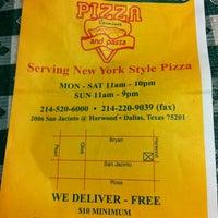 Снимок сделан в Carmine's Pizzeria пользователем Cam B. 8/1/2013