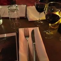 Photo prise au Restaurant Le P'Tit Plateau par Abe C. le12/12/2014