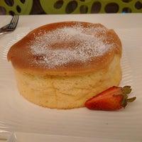 Photo taken at 甜蜜總部 Honey Headquarters by gareth w. on 11/24/2014