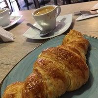 Foto tomada en La Brioche Cafe por Ana Carol Q. el 4/27/2017