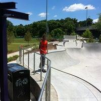 Foto tomada en Historic Fourth Ward Skatepark por LA P. el 5/23/2013