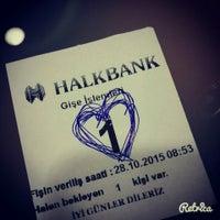 Photo prise au Halkbank par Zulfiye 🎀 le10/28/2015