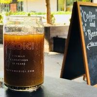รูปภาพถ่ายที่ Caffé Medici โดย Max G. เมื่อ 9/16/2018