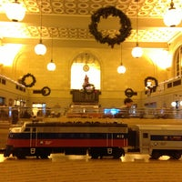 Photo taken at New Haven Union Station (NHV) - Metro North/Amtrak/Shore Line East by Jimmy W. on 12/20/2012