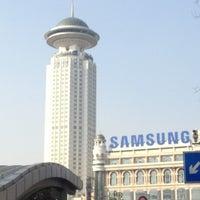 Foto tomada en People's Square Metro Station por Han Y. el 11/24/2012