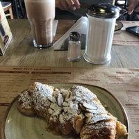 Foto tomada en La Brioche Cafe por Gisselle M. el 11/6/2017