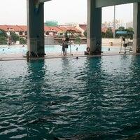 รูปภาพถ่ายที่ Jurong West Swimming Complex โดย Pradithya P. เมื่อ 9/22/2012