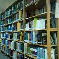 Photo taken at Βιβλιοθήκη Ελληνικού Ανοικτού Πανεπιστημίου by Spyros T. on 5/28/2013
