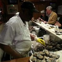 3/30/2013 tarihinde Henri G.ziyaretçi tarafından Pascal's Manale Restaurant'de çekilen fotoğraf