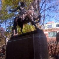 Foto tirada no(a) Paul Revere Statue por Handrow C. em 11/23/2012