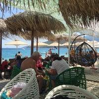 Photo taken at Praia by Μιχαλης Σ. on 8/17/2017