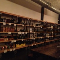 Das Foto wurde bei Craft and Growler von Evan A. P. am 12/15/2012 aufgenommen