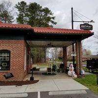 Foto diambil di Jake's Place oleh Shayne C. pada 4/4/2018