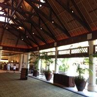 Photo taken at Loews Royal Pacific Resort at Universal Orlando by Kasey R. on 5/24/2013