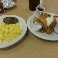 Photo prise au Bic's Restaurant par Clark A. le12/2/2012