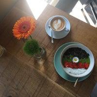 Das Foto wurde bei Nord Coast Coffee Roastery von Alisa am 7/14/2017 aufgenommen