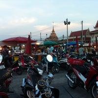 Photo taken at ตลาดนัดวัดโกรกกราก by CookieJoY🏁 on 4/30/2014