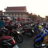 Photo taken at ตลาดนัดวัดโกรกกราก by CookieJoY🏁 on 2/5/2014