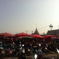 Photo taken at ตลาดนัดวัดโกรกกราก by CookieJoY🏁 on 2/15/2014