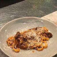 Foto scattata a La Dotta Pasta Bar & Store da Theerapat Y. il 5/18/2018