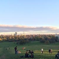 Foto tomada en Primrose Hill por Jaz H. el 10/25/2014