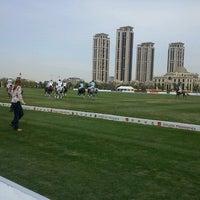 10/4/2012 tarihinde Simon T.ziyaretçi tarafından Tianjin Goldin Metropolitan Polo Club'de çekilen fotoğraf