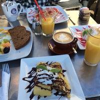 รูปภาพถ่ายที่ Swell Coffee Co. โดย Nabil D. เมื่อ 12/22/2013