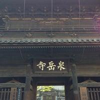 Foto scattata a Sengakuji Temple da akitomei il 6/2/2013