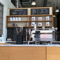 3/25/2018 tarihinde Andrew F.ziyaretçi tarafından ReAnimator Coffee Roastery'de çekilen fotoğraf