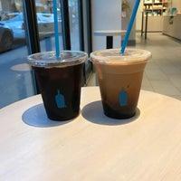 Foto tirada no(a) Blue Bottle Coffee por Andrew F. em 10/20/2017