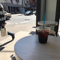 Foto tirada no(a) Blue Bottle Coffee por Andrew F. em 4/11/2017