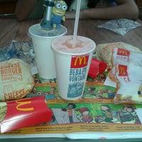 Foto tirada no(a) McDonald's por Monique B. em 7/29/2013