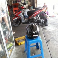 Photo taken at Hook Motor Trading by Najib H. on 7/22/2013