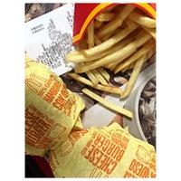 Foto tomada en McDonald's por Gabriel N. el 12/20/2015