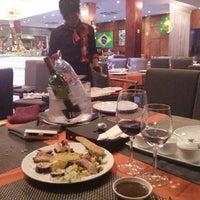 Photo prise au Samba Brazilian Steakhouse par Hagai P. le10/20/2013