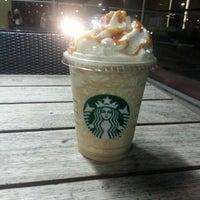 6/16/2013 tarihinde ADAM .ziyaretçi tarafından Starbucks'de çekilen fotoğraf