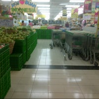 Photo taken at Giant Hypermarket by Aninditya Verinda P on 5/16/2013