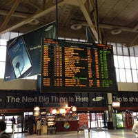 Photo taken at Amtrak ClubAcela (BOS) by Osamu 隊. on 9/28/2012