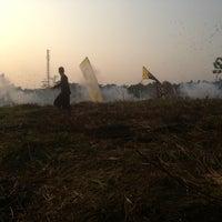 Photo taken at Adu bedug & petasan by Ryo J. on 8/25/2013