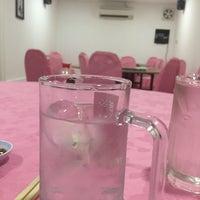 Photo taken at 福海小厨海鲜饭店 by Arhh x. on 9/24/2015