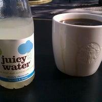 Foto tirada no(a) Starbucks Coffee por Andrey T. em 10/1/2012