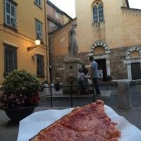 Photo taken at Pizzeria Da Felice by Liz G. on 9/20/2015