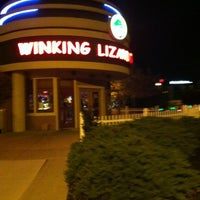 Photo prise au Winking Lizard Tavern par Joe P. le10/10/2012
