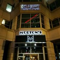 Photo taken at Morton's Steakhouse by Steven M. on 12/10/2016