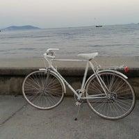 Das Foto wurde bei Fenerbahçe Sahili von Sevan a. am 7/13/2013 aufgenommen
