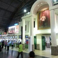 Photo taken at Bangkok Railway Station (SRT1001) by Milka V. on 11/24/2012