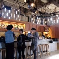 Photo prise au Upstairs Rooftop Lounge at Ace Hotel par Doug D. le1/18/2014