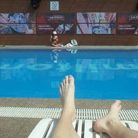 Photo taken at Hamilton Hotel Swimming Pool by n0shortcuts w. on 6/28/2015
